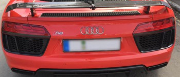 RUN fX fixed at the Spoiler of AUDI R8 V10